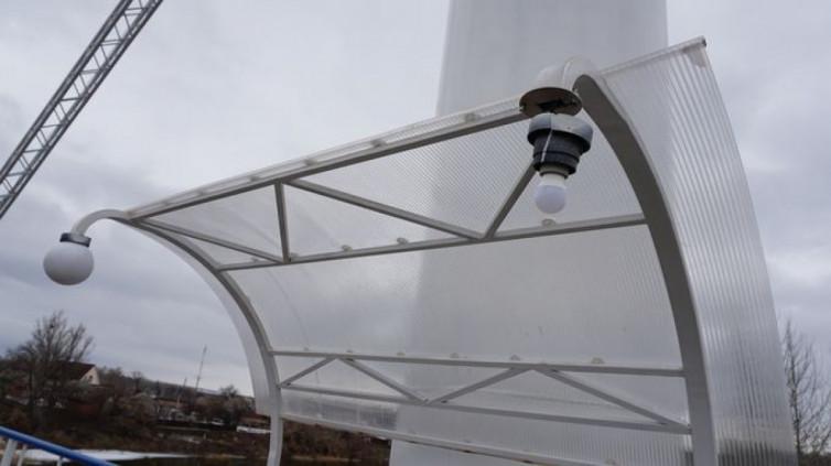 Затримано хуліганів, які пошкодили ліхтарі на Ізюмському мосту