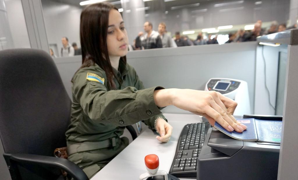 В аеропорту затримали австрійця, якого шукав Інтерпол