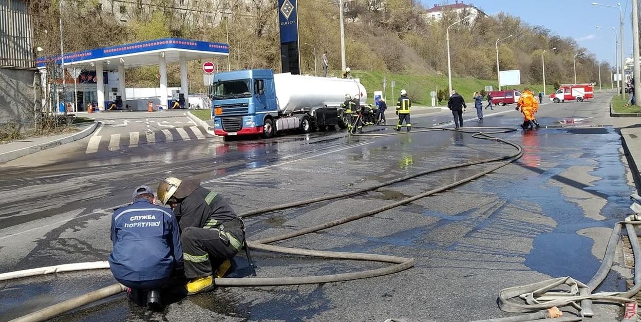 Понад 7 тонн бензину розлилося на вулиці Шевченка