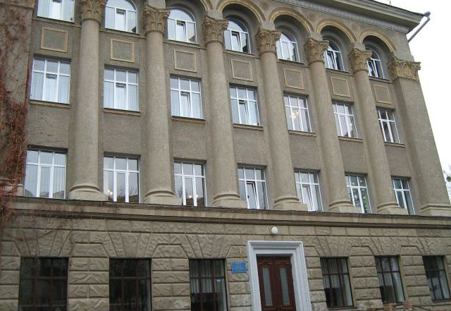 У Харківській школі №5 обвалилася частина стелі