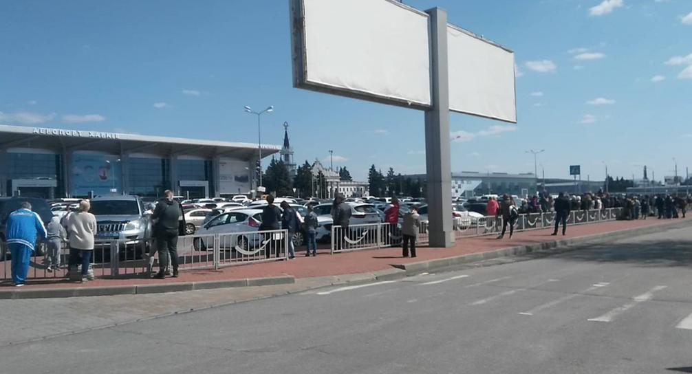 У Харківському аеропорту та на залізниці шукають бомби