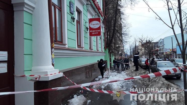Крижана брила травмувала двох людей на вулиці Харкова