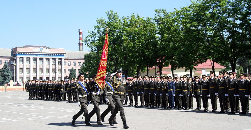 У Харкові пройшла урочиста церемонія випуску молодих лейтенантів