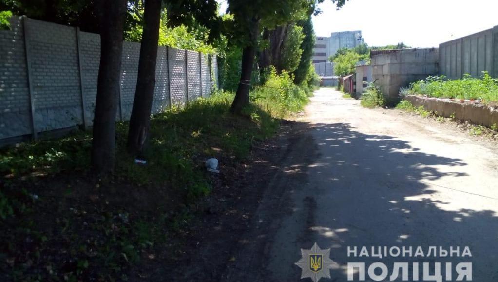 У Харкові на вулиці чоловік продавав гранату
