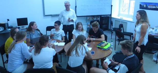 Підлітки з Німеччини знайомляться з історією Харкова