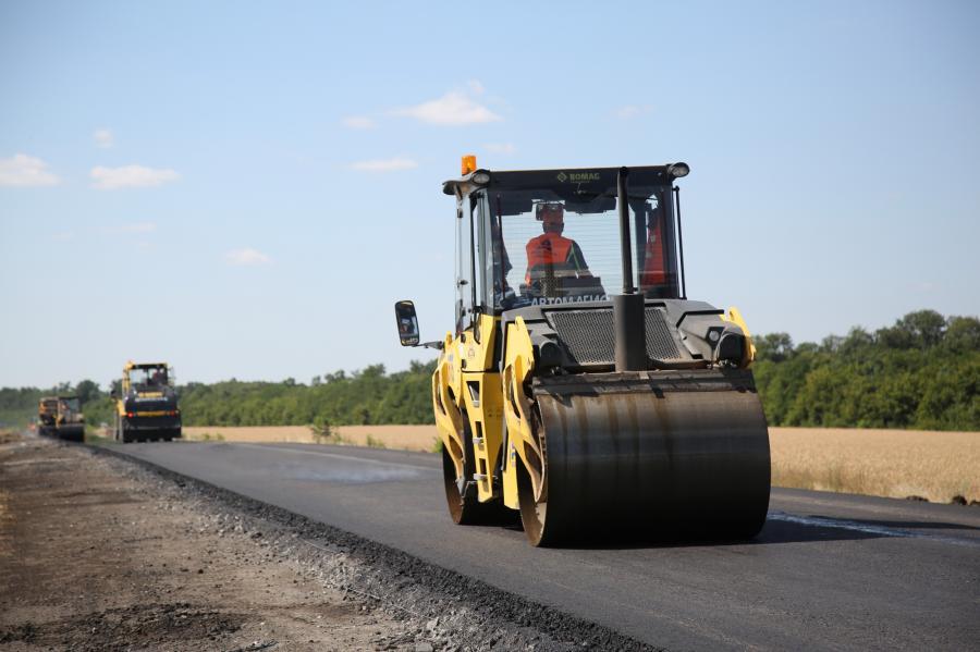 Ремонтники відновили 51 кілометр дорожного покриття на Харківщині